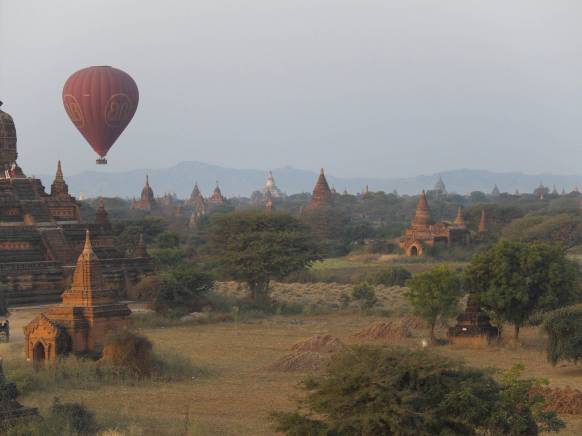 Ballonflyvning over Bagan