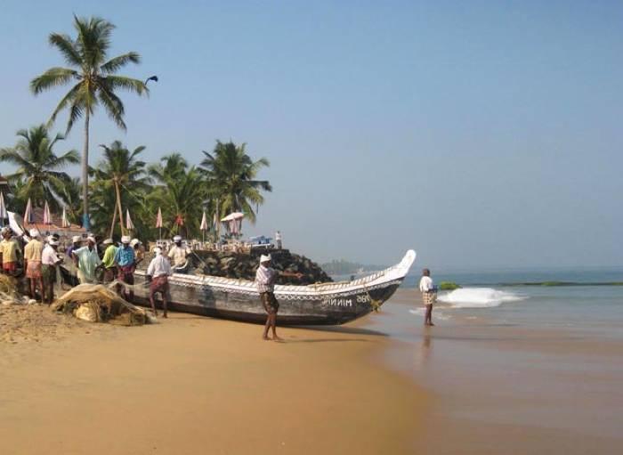 kerala-sydindien-kovalam-strand-baade