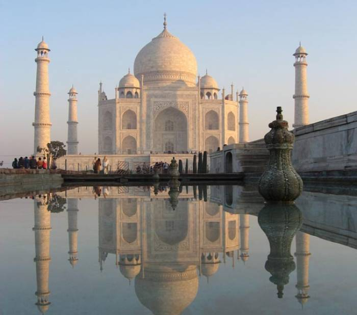 Taj Mahal rundtur, Taj Mahal entre