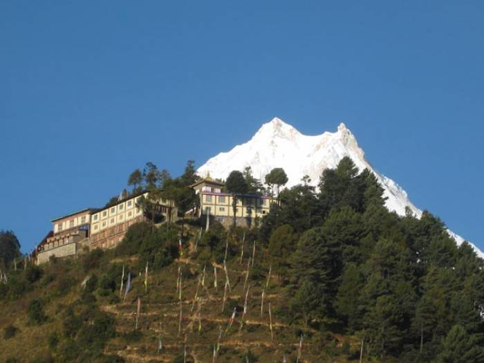Manaslu-trek-with-Lho