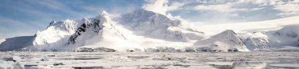 Udsigt fra båden på Antarktis