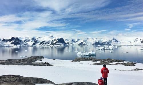 Der snakkes mange forskellige sprog på Antarktis, men primært bruger man engelsk
