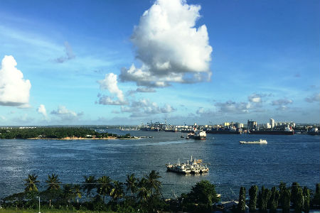 Tanzanias kystlinje ligger i et tropisk klima