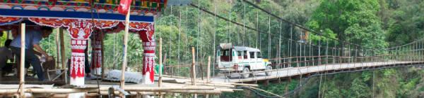 Bil på bro