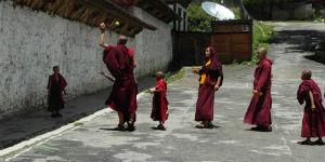 Bhutanesere i deres nationaldragt