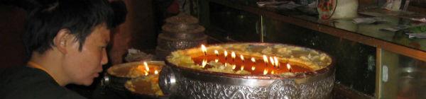 I Bhutan tændes smørlamper for at mindes afdøde