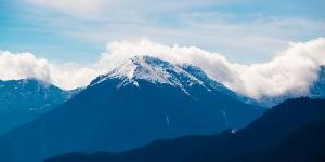 Bhutan ligger i skyggen af verdens længste bjergkæde Himalaya