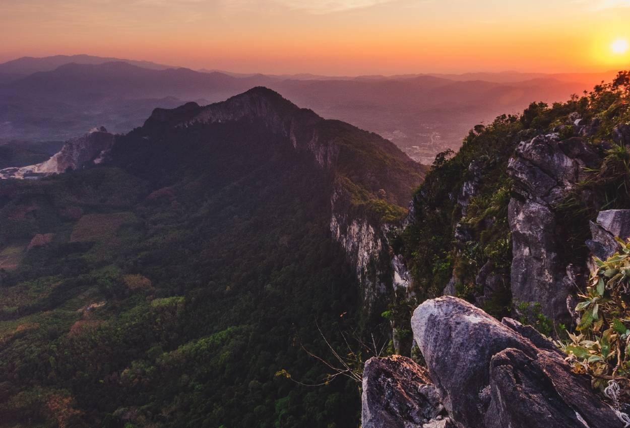 Se de smukke hulser i Gunung Mulu Nationalpark på din rundrejse i Borneo