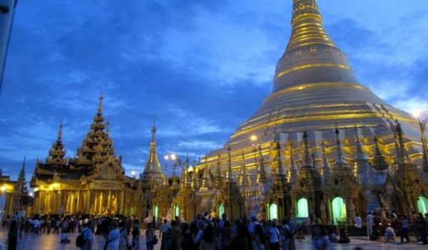 Besøg smukke Shwedagon Pagoden i Myanmar