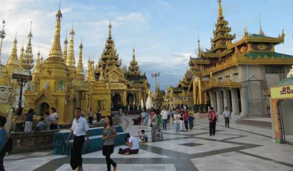 Klostret i Det Gyldne Palads er et besøg værd på din rejse til Myanmar