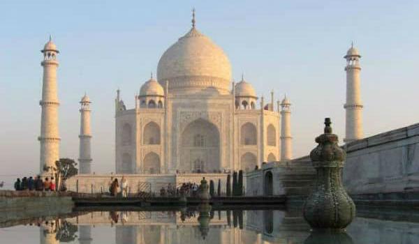 Smuk Taj Mahal i Indien
