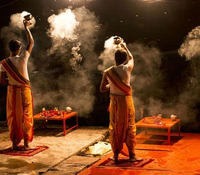 Ganges Aarti ritual i Indien