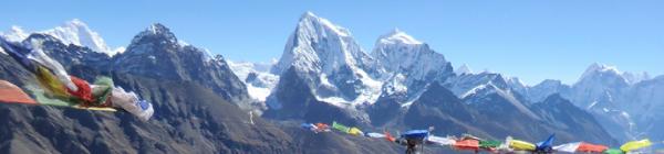 Oplev de buddhistiske bedeflag på toppen af Kala Pattar