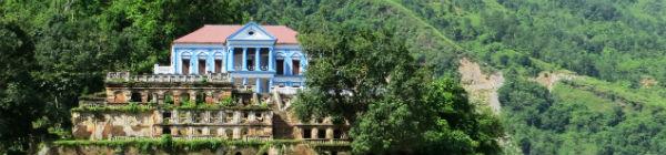 Der er mange smukke monumenter at besøge, når du trekker ved Manaslu i Nepal