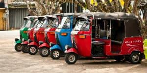 På Sri Lanka kan du køre i tuk tuk