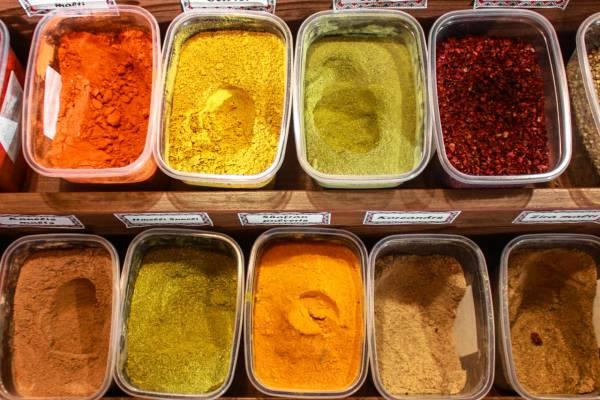Der findes mange krydderhaver i Sri Lanka