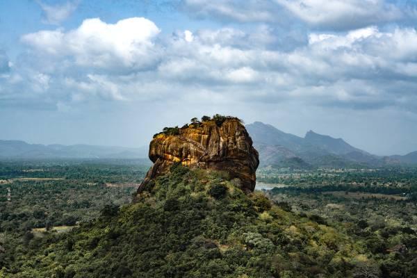 Du kan ikke undgå at besøge Sigiriya på din rundrejse i Sri Lanka