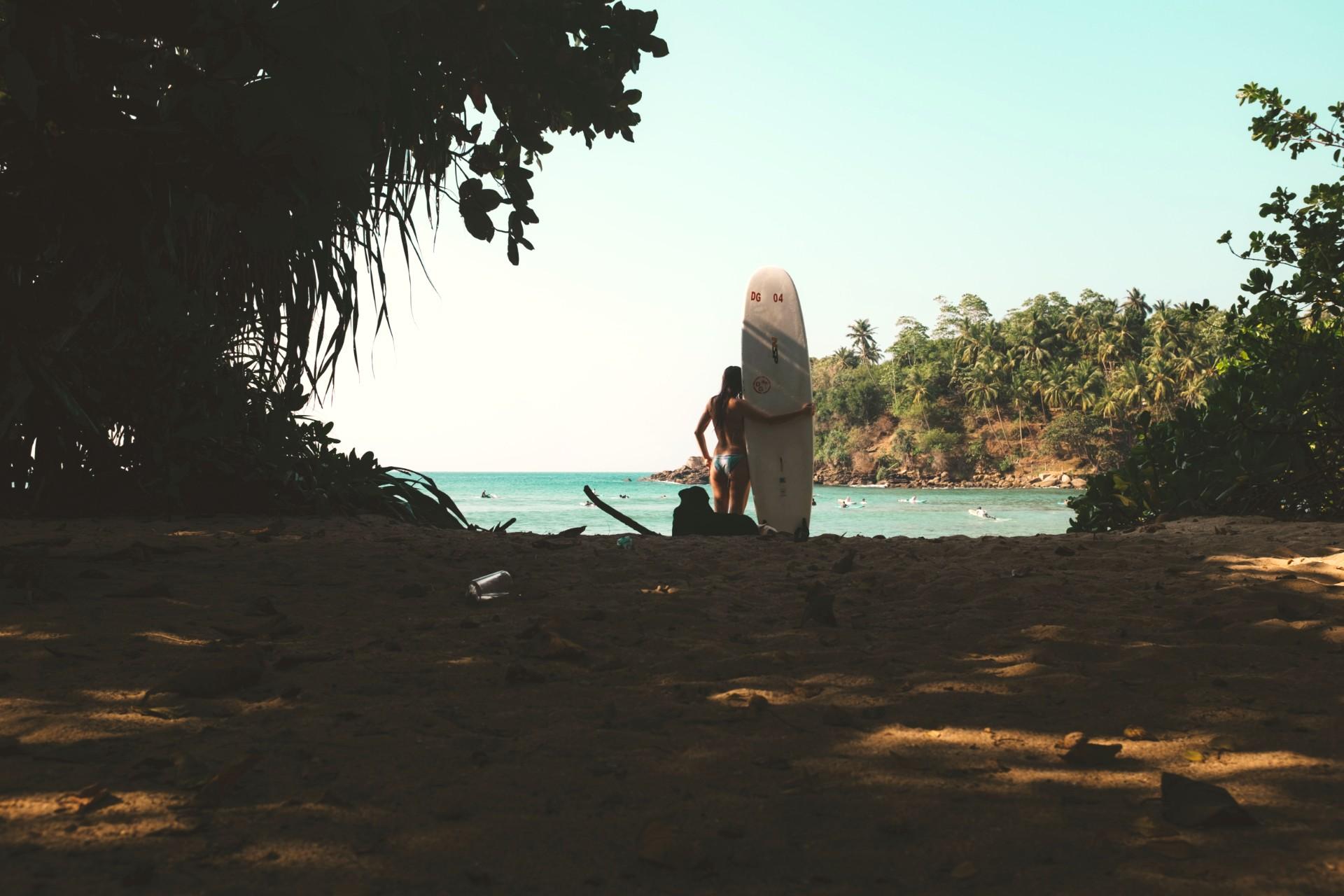 Surfing er en populær aktivitet i Sri Lanka
