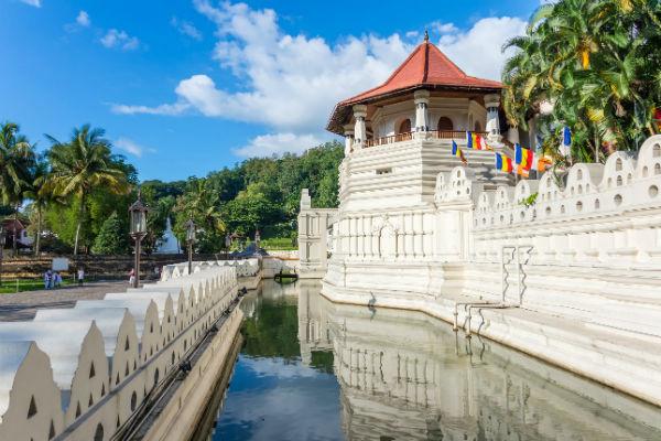 På din rejse til Sri Lanka bør du aflægge visit ved Kandy Dalada Templet