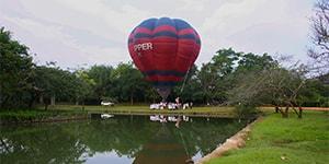 Når du rejser med Kipling Travel til Sri Lanka, kan du flyve i luftballon henover Sigiriya