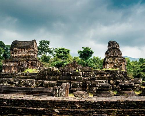 Se de smukke templer og ruiner i Vietnam