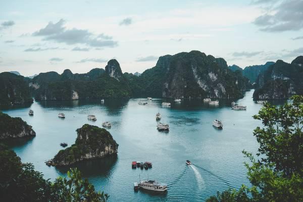 Tag på sejltur i Halong Bugten på din rundrejse i Vietnam