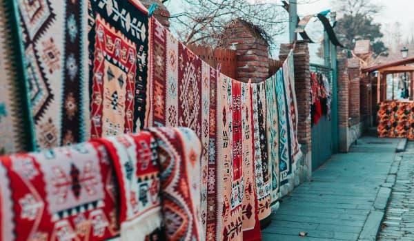 Oplev Dry Bridge Market på din rejse til Georgien