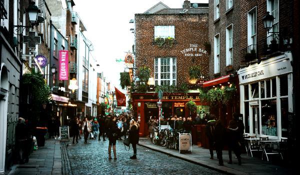 Oplev Temple Bar på din rejse i Irland