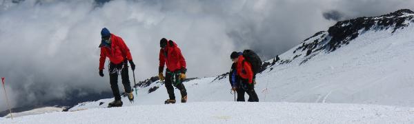 Tag på bjergbestigning i Kaukasus