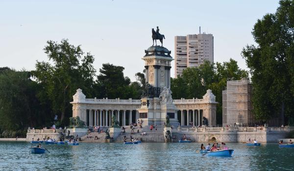 Besøg Retiro Parken i Madrid på din rejse til Spanien