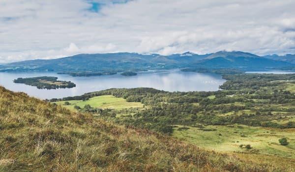Oplev Loch Lomond på din rejse til Storbritannien
