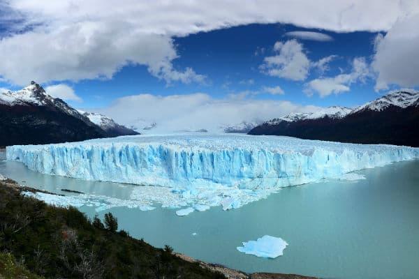 På en rejse til Argentina kan du trekke på den enorme gletsjer Perito Moreno