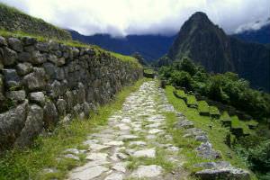 Tag på trek af Inkastien ved Machu Picchu