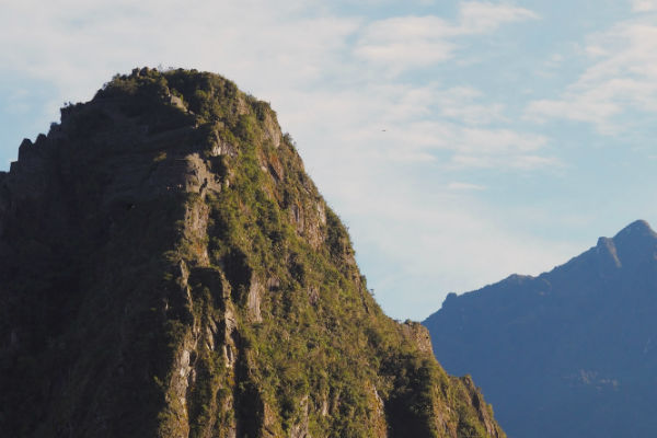 På Machu Picchu trek kan du se den hellige klippe Roca Sagrada